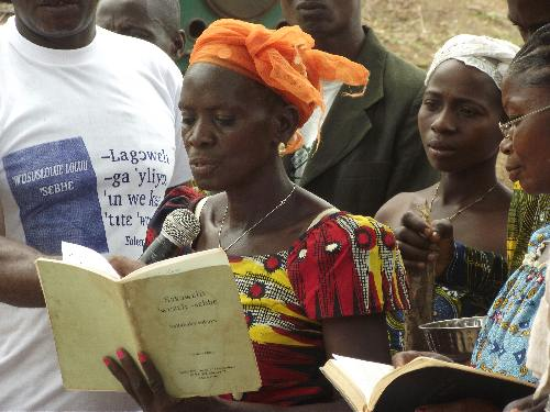 Kouya Woman Reading 500